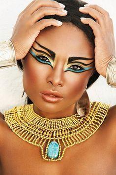Egyptian editorial makeup inspiration, maybe for Halloween. Cleopatra Makeup, Egyptian Makeup, Egyptian Costume, Cleopatra Costume, Cleopatra Dress, Egyptian Fashion, Makeup Art, Beauty Makeup, Hair Makeup