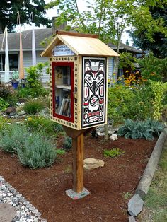 Have you seen these book nooks pop up in your town? Check out these seriously cool designs and find out how you can set up your own Little Free Library! Little Free Library Plans, Little Free Libraries, Little Library, Mini Library, Library Books, Vintage Library, Children's Books, Comic Books, Library Inspiration
