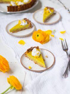 Vegaaninen sitruuna-mangopiiras // Vegan lemon-mango pie