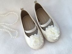 Flower Girls Shoes Toddlers girl shoes Ivory by Happy2sisters