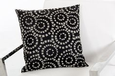 Modrest Orbit Black and White Throw Pillow VGTTC16Product :16661Dimensions :Pillow:18