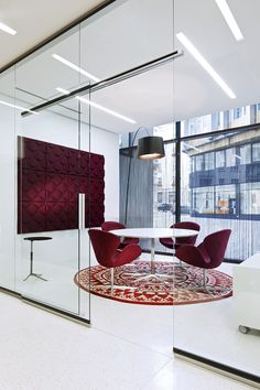 Modern office meeting space breaking away from the traditional black decor. Pos… Modern office meeting space breaking away from the traditional black decor. Posted by NYC Office Suites, sales www. Corporate Office Design, Office Space Design, Office Interior Design, Office Interiors, Black Office Furniture, Modern Office Decor, Home Office Decor, Office Ideas, Modern Furniture