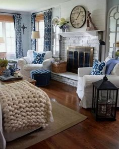 Looking for for ideas for farmhouse living room? Check out the post right here for cool farmhouse living room inspiration. This farmhouse living room ideas seems to be completely superb. Fall Living Room, Coastal Living Rooms, Home And Living, Living Room Decor, Small Living, Cottage Living, French Country Living Room, French Country Bedrooms, Southern Living
