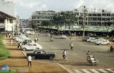 Old Pictures, Old Photos, Vintage Photos, Phnom Penh, Traditional Dresses, Rogues, Southeast Asia, Vr, Peugeot