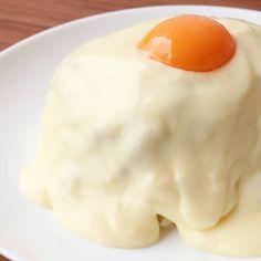 「とろーりチーズたっぷり キーマカレー」の作り方を簡単で分かりやすい料理動画で紹介しています。とろーりなめらかなチーズがたっぷりかかったキーマカレーはいかがでしょうか。 チーズと卵黄のなめらかさが、スパイシーなキーマカレーにとてもよく合いますよ。 お好みの具をたくさん入れて、作ってみてくださいね。