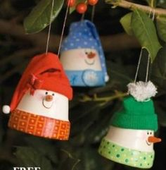 could do this with a Styrofoam cup too.A Squirrel knocks on my door: Clay Pot Snowmen Ornaments diy Diy Christmas Ornaments, Christmas Projects, Holiday Crafts, Christmas Holidays, Christmas Decorations, Snowman Ornaments, Tree Decorations, Christmas Tree, Christmas Ideas