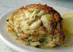 Recipe Makeover: Healthy Crab Cakes Healthy Crab Cakes, Baked Crab Cakes, Gluten Free Crab Cakes, Healthy Food, Healthy Munchies, Eating Healthy, Healthy Recipes, Crab Cake Recipes, Seafood Recipes
