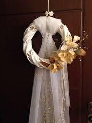 Image result for ξυλινο στεφανι κεντηματος γαμος Bridal Shower Decorations, Valentine Decorations, Wedding Decorations, Wedding Table, Diy Wedding, Pakistani Wedding Decor, Wedding Doors, Traditional Wedding Cake, Lakeside Wedding