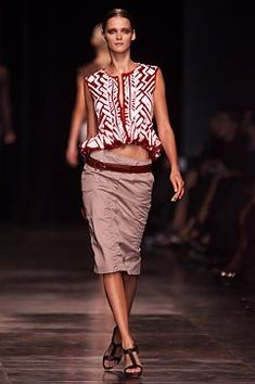 Saint Laurent Spring 2002 Ready-to-Wear Fashion Show - Carmen Kass (SILENT)