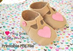 Felt baby shoe pattern - mary jane shoes with hearts :-)