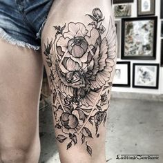 By To submit your work use the tag And don't forget to share our page too! Owl Thigh Tattoos, Side Thigh Tattoos Women, Flower Tattoos, Black Tattoos, Tattoos For Women, Pretty Tattoos, Beautiful Tattoos, Cool Tattoos, Tattoo Photos