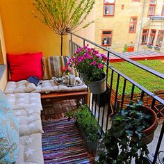 Cute idea for an apartment balcony...hmmm