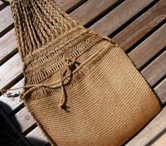 From Laverne Waddington's backstrapweaving.wordpress.com -- possibly agave fiber, double pocket saddle bag