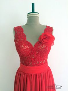 Menyecskeruha, piros ruha, csipke body, red dress, evening dress, lace body, fashion, kozmaszilvia
