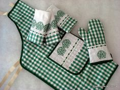 Fabric Crafts, Sewing Crafts, Sewing Projects, Sewing Classes For Beginners, Sewing To Sell, Towel Crafts, Sewing Aprons, Curtain Patterns, Apron Designs
