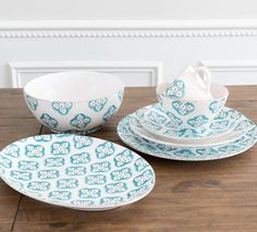 10 Beautiful & Bold Dinnerware Sets for Your Summer Table | LC Living Dinnerware Inspiration, Green Opal, Table Set Up, White Dishes, Dinnerware Sets, Rustic Style, Tableware, Summer, Beautiful