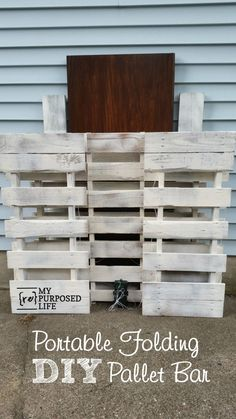 Not just a DIY pallet bar, but a portable folding pallet bar for destination weddings, reunions, even tailgating. Move it to the front yard Lemonade Sales! Bar Furniture For Sale, Outside Bars, Portable Bar, Bar Cart Decor, Diy Pallet Projects, Pallet Ideas, Recycling Projects, Diy Pallet Bar, Wood Projects