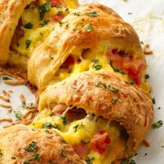 Bacon, Egg and Cheese Brunch Ring - looks fabulous and is incredibly easy to make!