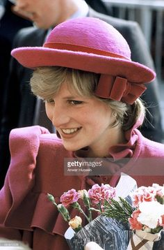 Diana, Princess of Wales, wearing a Bellville Sassoon pink maternity coat and John Boyd hat, visits Chinatown in Liverpool on April 1982 in Liverpool, England. (Photo by Anwar Hussein/Getty Images) Two Princess, Princess Diana Photos, Princess Diana Fashion, Princess Of Wales, Lady Diana Spencer, Estilo Jackie Kennedy, Maternity Coat, Charles And Diana, Diane