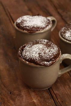 """On dine chez Nanou   Gâteau express au chocolat en  2 minutes ou """"coffee mug cake """"    Une petite envie d'un gâteau au chocolat et bien grâce à une tasse à café et votre micro ondes ..."""