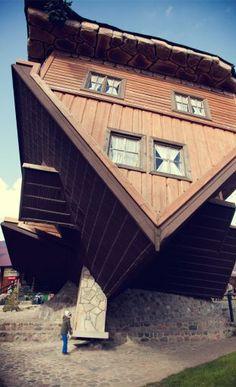 Wśród niezliczonych, magicznych miejsc na Kaszubach, w samym ich sercu znajduje się prawdziwa perła. Leży u stóp największego wzniesienia na Pomorzu - góry Wieżycy. Kto tu raz zajrzy, będzie musiał wrócić. Szymbark to malownicza wieś, znajdująca się w jednym z najładniejszych miejsc w Szwajcarii Kaszubskiej, położona jest bowiem w samym centrum Kaszubskiego Parku Krajobrazowego. Największą [...]