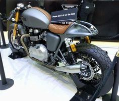 Cafe Moto, Cafe Racer Motorcycle, Motorcycle Design, Cafe Racer Seat, Cafe Racer Build, Cafe Racers, Thruxton Triumph, Triumph Motorcycles, Fiat Spider