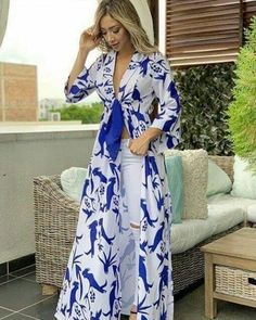 Love the idea of an open dress (with a full skirt) that ties in the front and I could still wear jeans/pants. Kimono Fashion, Hijab Fashion, Fashion Outfits, African Fashion Dresses, African Dress, Kurta Designs, Blouse Designs, Chic Outfits, Dress Outfits