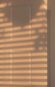 Beste Iphone Wallpaper, Iphone Background Wallpaper, Screen Wallpaper, Vogue Wallpaper, Background Pics, Brown Wallpaper, Phone Wallpaper Quotes, Sunset Wallpaper, Aesthetic Rooms