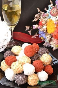 Aperitiv festiv din branza Eat Pray Love, Romanian Food, Party Snacks, Queso, Finger Foods, Coco, Truffles, Vegan Vegetarian, Catering