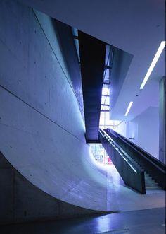 zaha hadid. rosenthal center for contemporary art. Helene Benet.