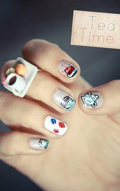 Do filiżanki pysznej herbaty paznokcie najlepiej pomalować w... herbaciane wzorki ;) Najlepsze inspiracje odnajdziesz na http://www.big-active.pl/