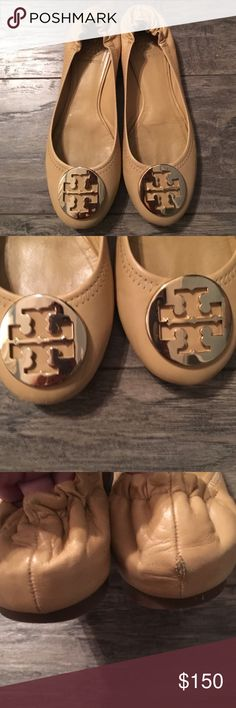 😍 Gorgeous Tory Burch tan flats with gold logo! 😍Authentic Tory Burch ballet flats. Genuine leather. Royal tan with gleaming gold double T logo. Rounded toe and scrunched heels for comfort. Rubber non skid and non slip soles. These are in excellent condition, and only worn a few times. They are too pretty to sit in my closet! There is a scuff on the back of one heel, but otherwise in excellent condition, and not noticeable when wearing. These are beautiful and seen all over Hollywood! Tory…