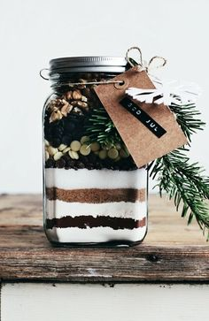 Love the Idea of adding a bit of pine/green Cute Homemade Christmas Gifts - Homemade Brownie Mix - Click pic for 25 DIY Christmas Gifts in a Jar Diy Gifts In A Jar, Easy Diy Gifts, Mason Jar Gifts, Mason Jars, Gift Jars, Pots Mason, Glass Jars, Christmas Jars, Homemade Christmas Gifts