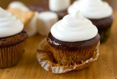 made these delicious s'mores cupcakes for valentine's day. made a less ambitious marshmallow frosting, however. Smores Cupcake Recipe, Cupcake Recipes, Cupcake Cakes, Dessert Recipes, Cupcakes, Köstliche Desserts, Delicious Desserts, Yummy Food, Banana Split Dessert