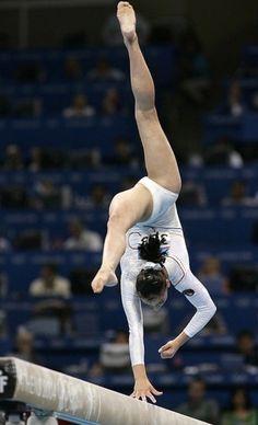 Amazing Gymnastics, Gymnastics Pictures, Artistic Gymnastics, Cheerleading Pictures, Acrobatic Gymnastics, Sport Gymnastics, Olympic Gymnastics, Gymnastics Problems, Gymnastics Videos
