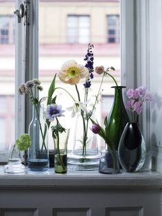 so simple & lovely. Perhaps various size vases as wedding favors--- take home the center pieces