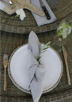 Outdoor table setting by Sophie Paterson & the White company