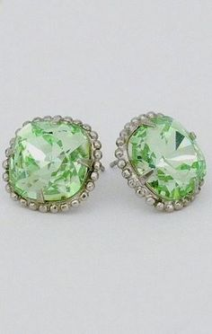 Find colorful vintage inspired earrings from Sorrelli in an array of crystal colors, including mint & pale green. Bridesmaid earrings or to add a pop of color to and Spring or Summer outfit. Antique Jewelry, Vintage Jewelry, Antique Silver, Crystal Earrings, Stud Earrings, Wedding Mint Green, Jewelry Accessories, Jewelry Design, Bridesmaid Earrings