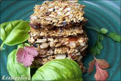 Flax seeds, nuts, sunflower seeds, raw crackers recipe, vegetarian, vegan recipe, healthy snack