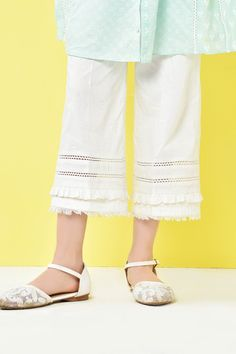How to Sew an easy pair of knit pants DIY Pakistani Fashion Casual, Pakistani Dresses Casual, Pakistani Dress Design, Casual Dresses, Stylish Dresses For Girls, Stylish Dress Designs, Stylish Girl, Salwar Designs, Kurti Designs Party Wear