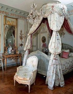♜ Shabby Castle Chic ♜  rich and gorgeous home decor - French http://www.shabbychichomedecor.org