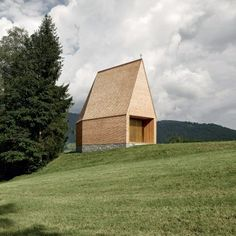 The steeply pitched roof of this shingled chapel by Bernardo Bader Architects provides a dramatic worship space, which narrows towards a small window facing a grassy hillside in western Austria. Timber Windows, Timber House, Sacred Architecture, Church Architecture, Bernardo Bader, Clad Home, Hudson Homes, Wood Facade, Retreat House