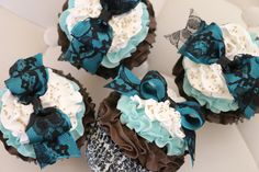 EYE CANDY CUPCAKE (Blue)  Quantity: 1 Faux Jumbo/Texas Size Cupcake Customize Type: ① Regular (No Accessory) ② Place Card Holder ③ Ornament Topping: Gold Sprinkles & Bow (Black Lace on Turquoise) Frosting Colors: Dark Chocolate-Turquoise-White Cupcake Liner: Black Damask on White Size: 4(W) x 4-1/2(H) Item Packaging: 4x4x4 Clear Gold Bottom Cupcake Box Shipping Box: 5x5x5 ************************************************************************************ DISCOUNT  Spend Over $1...