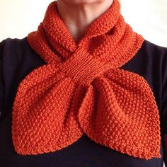 Moss Stitch Keyhole Scarflette Knitting pattern by Jo-Anne Klim Love Knitting, Knitting Stitches, Knitting Designs, Knitting Patterns Free, Knit Patterns, Baby Knitting, Finger Knitting, Crochet Scarves, Crochet Shawl