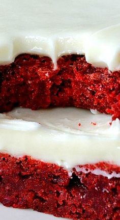 Soft & Chewy Red Velvet Brownies with Cream Cheese Frosting These Red Velvet Brownies with Cream Cheese Frosting are awesome! Soft, chewy, f. Red Velvet Brownies, Red Velvet Desserts, Red Velvet Recipes, Brownie Recipes, Cake Recipes, Dessert Recipes, Easter Recipes, Recipes Dinner, Drink Recipes