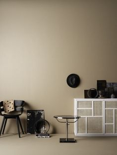 Lovely styling in beige and neutral tones by Josefin Haag, photographed by Kristofer Johnsson. Interior Styling, Interior Decorating, Black And White Vase, Black Furniture, Beige Walls, Handmade Furniture, Interiores Design, Wall Colors, Interior Inspiration