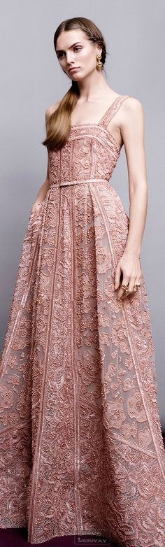 What a geourgeus gown. | Elie Saab.Pre-Fall 2015.