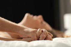"""Mesdames, 👩👩 c'est une journée de célébration exquise ! """"Día Internacional del Orgasmo Femenino"""" a été lancée par Arimateio Dantas, conseiller municipal d'Espertina, au Brésil. Il a ressenti le besoin de partager son """"devoir sexuel"""" envers sa femme avec tout le monde, encourageant les hommes à mieux comprendre comment faire plaisir à leurs femmes. 🧡  #orgasmo #journeeinternationale #orgasmefeminin Videos Kawaii, Foreplay, Mind Blown, Spice Things Up, Health Benefits, Mindfulness, Hands, Blog, Friends With Benefits"""