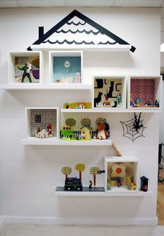 Puppenhaus mal anders bauen - aus Ikea Wandreaglen
