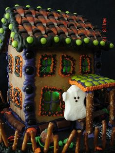 Lots of cute decorating ideas for The Candy Cottage - the reusable gingerbread house. Halloween Gingerbread House, Halloween Haunted Houses, Halloween Boo, Halloween House, Halloween Candy, Holidays Halloween, Halloween Crafts, Halloween Decorations, Gingerbread Houses